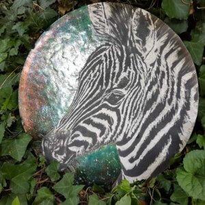 Dekor ceramiczny w technice raku Zebra