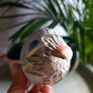 """Ceramiczna pisanka z królikiem """" Pisanka- niespodzianka biało niebieska"""""""